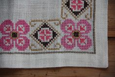 Beautiful floral cross stitch embroidered tablerunner in linen, mint condition. Spotless. The size is: 24 1/2 x 10 1/2  The material is linen, cottonthread,. I also offer combined shipping and refund if the shipping cost is overpaid.  Contact me if you have questions  Thank you for visit my vintage shop :)