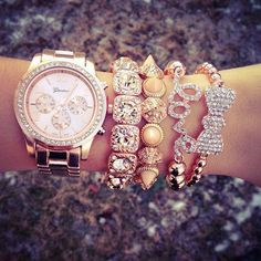 micheal kors watches OMG I need it😫 Bling Bling, Beautiful Watches, Handbags Michael Kors, Fashion Watches, Look Fashion, Women's Accessories, Bracelet Watch, Bow Bracelet, Jewelry Watches