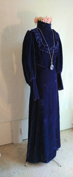 Hey, I found this really awesome Etsy listing at https://www.etsy.com/listing/473595623/velvet-dress-vintage-gunne-sax-style