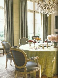 Gorgeous dining room by Suzanne Kasler. Veranda March 2012.