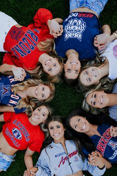 Group Senior Picture Ideas and Poses University of Arizona Group Senior Pictures, Cheer Pictures, Friend Pictures, Cheer Pics, Senior Year, Senior Photos, Grad Pics, Graduation Pictures, Team Picture Poses