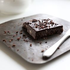 This vegan raw chocolate brownie certainly takes the cake in the yum department. It is also very easy to make!
