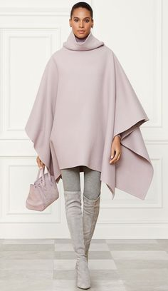 Ralph Lauren Collection Cashmere Turtleneck in Purple Mode Outfits, Casual Outfits, Fashion Outfits, Womens Fashion, Casual Chique, Ralph Lauren Style, Look Fashion, Fashion Design, Cashmere Turtleneck