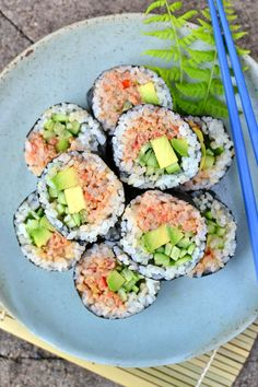You won't believe how well this vegan tuna mimics the real deal! Stuff it into sushi rolls or into s Healthy Food Recipes, Vegan Recipes, Vegan Sushi Rolls, Veggie Sushi, Sushi Sushi, Cake Vegan, Homemade Sushi, Vegan Dishes, Going Vegan