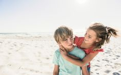 KME Studios - Michael Müller Photographer, Sportsphotography, Sport Photos, brother and sister at the beach #sport #photography