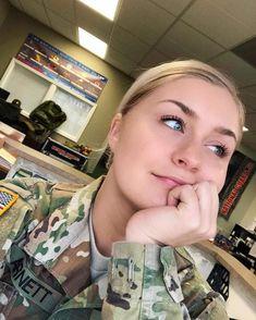 Army Decor, Hero World, Military Girl, Female Soldier, Warrior Girl, Military Women, Sexy Older Women, Amazing Women, Army Girls