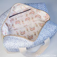 I am completely hooked on these Cargo Duffle Bags. Anna of Noodlehead designed this bag for Robert Kaufman. You can find the free pattern download on their site.I've been too scared to try a bag for a long time now. I've had this pattern downloaded for over a year and finally worked up…