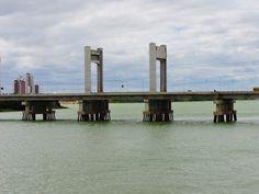 Vale do são Francisco, Lago do Sobradinho, Bahia, Brasil. A beleza e a força do Nordeste e do semi árido baiano. foto: ponte que liga juazeiro e petrolina. ponte presidente dutra