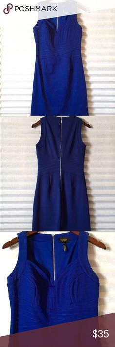 Laundry by Shelli Segal Sapphire Blue Dress Laundry beautiful  sapphire blue dress is in great condition size 6. No tears or stains. Comes from a smoke free home. Laundry by Shelli Segal Dresses