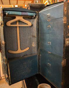 Baúl de viaje de finales del siglo XIX. http://depostvent.mabisy.com/baul-de-viaje-de-finales-del-siglo-xix_p760405.htm