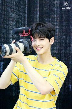 Tipo Ideal dos K-idols Astro Eunwoo, Cha Eunwoo Astro, Korean Celebrities, Korean Actors, Kim Myungjun, Astro Wallpaper, Lee Dong Min, Astro Fandom Name, Pre Debut