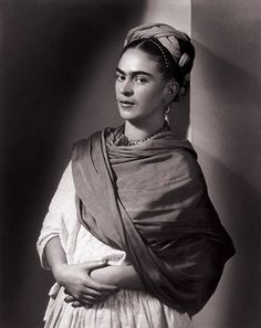 Frida Kahlo (Mexican, The Breton Portrait, 1939 - Photographer Nickolas Muray Diego Rivera, Mexican Artists, Mexican Folk Art, Famous Artists, Great Artists, Nickolas Muray, Kahlo Paintings, Frida And Diego, Frida Art