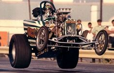 Vintage Drag... All 4 wheels off the ground... WoW!!!