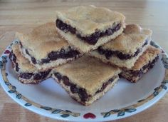All the delicious flavors of raisin filled cookies without all the fuss! These bars are simple to make and taste just like a raisin filled cookie! Köstliche Desserts, Delicious Desserts, Dessert Recipes, Yummy Recipes, Recipies, Czech Recipes, Retro Recipes, Bar Recipes, Vintage Recipes
