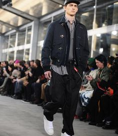 As we look back at the European men's shows what exactly did we learn? T's men's market editor Alex Tudela (@alex2dela) answers the question with a list of 10 unexpected styling tricks for men from the runways including everything from layered hoodies seen at @Balenciaga and Gosha Rubshinskiy to embracing a true casual Friday look like this one from @LouisVuitton's collaboration with streetwear brand Supreme (@supremenewyork). For the full list visit our @Instagram Story or visit…