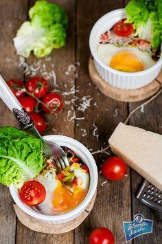 Jajka zapiekane z salami
