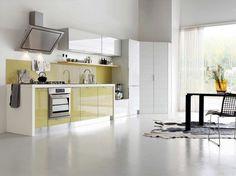 couleur pour cuisine moderne - peinture murale blanche, armoires blanches et jaunes, table et chaises noires