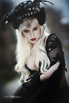 When You Want Gothic Jewelry, We Have The Tips You Need. Photo by shinycatcreations There is a lot more to owning gothic jewelry than being flashy and spending extravagant amounts of money. Dark Beauty, Goth Beauty, Blonde Beauty, Gothic Steampunk, Victorian Gothic, Gothic Art, Gothic Lolita, Gothic Girls, Dark Fashion