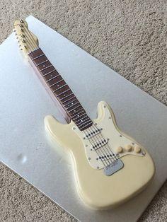Guitar cake More Mais