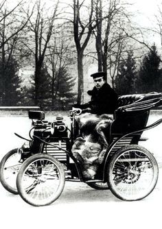Fiat's first car, the 4HP, built between 1899 and 1900. ✏✏✏✏✏✏✏✏✏✏✏✏✏✏✏✏ AUTRES VEHICULES - OTHER VEHICLES   ☞ https://fr.pinterest.com/barbierjeanf/pin-index-voitures-v%C3%A9hicules/ ══════════════════════  BIJOUX  ☞ https://www.facebook.com/media/set/?set=a.1351591571533839&type=1&l=bb0129771f ✏✏✏✏✏✏✏✏✏✏✏✏✏✏✏✏