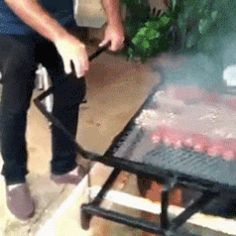 38 WTF Redneck Repairs That Are Actually Kind of Genius - Wtf Gallery Mangal keyfi Redneck repairs so simple they might actually be brilliant : theCHIVE Quick fixes from the boonies. All South Africans must want this for the braai Tout un bbq When somethi Metal Projects, Welding Projects, Diy Projects, Rocket Stoves, Bbq Grill, Pit Bbq, Outdoor Cooking, Metal Working, Inventions