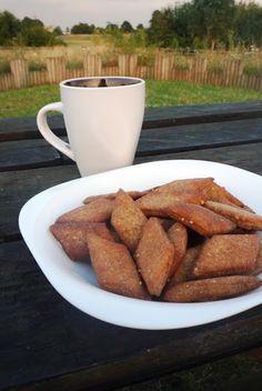 Gor na Shakkarpara - Indian style Jaggery Biscuits Indian Desserts, Indian Sweets, Indian Snacks, Indian Food Recipes, Vegetarian Recipes, Snack Recipes, Asian Recipes, Holi Recipes, Shapes Biscuits