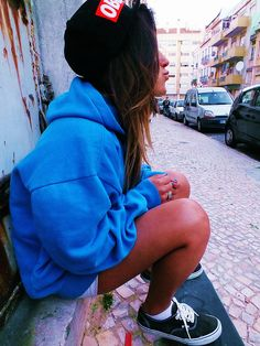 Blue sweater with obey snap back love everything bout dis outfit yAll Grunge Fashion, Urban Fashion, Teen Fashion, Fashion Outfits, Swag Style, My Style, Estilo Swag, Skater Girls, Girl Swag