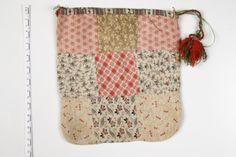 Eesti muuseumide veebivärav - vardakott - patch from Estland Folk Costume, Costumes, Patchwork Bags, Cloth Bags, Nifty, Folk Art, Applique, Patches, Textiles