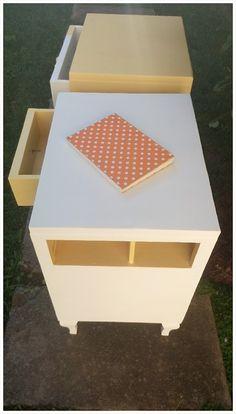 Mesa de luz reciclada Toy Chest, Storage Chest, Stool, Furniture, Home Decor, Mesas De Luz, Lights, Homemade Home Decor, Decoration Home