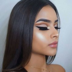 That #highlight tho: cut crease eye makeup look with winged liner and bold brows, this is such a universal makeup look, could so see this makeup look at prom 2k18.