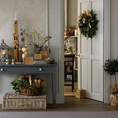 Natural foliage Christmas hallway | Decorating