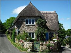 Lovely Thatched Roof Cottage. Photo by BigBird3 - https://www.flickr.com/photos/67605520@N00