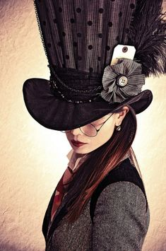 Okay, so everybody knows my complete and utter love for everything steampunk. Now look at this non-slutty steampunk Hatter look for women! Costume Steampunk, Steampunk Hat, Steampunk Fashion, Steampunk Theme, Victorian Fashion, Steampunk Couture, Fashion Vintage, Ladies Fashion, Fashion Fashion