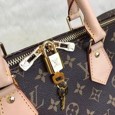 Louis Vuitton Bandoulier Speedy Bag – World Leather Design Louis Vuitton Handbags 2017, Louis Vuitton Speedy Bag, Leather Design, Handbag Accessories, Dior, Purses, Wallet, Group, Baby