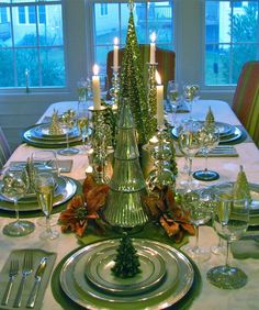 Green Christmas Tablescape Chirstmas Ideas and I could do this. Christmas Table Settings, Christmas Tablescapes, Christmas Table Decorations, Decoration Table, Holiday Decor, Holiday Tablescape, Noel Christmas, Green Christmas, All Things Christmas