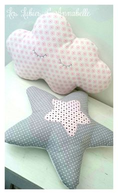 Duo coussin étoile et nuage - Sewing Pillows, Diy Pillows, Baby Sewing Projects, Sewing Crafts, Baby Couture, Soft Blankets, Mobiles, Fabric Crafts, Little Girls