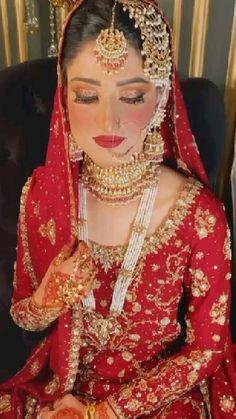 Pakistani Bridal Makeup, Indian Bridal Lehenga, Indian Bridal Outfits, Pakistani Bridal Dresses, Wedding Lehenga Designs, Beautiful Indian Brides, Bridal Lehenga Collection, Bridal Makeover, Bridal Makeup Looks