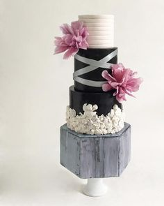 Modernly tier cake by Dsweetcakery