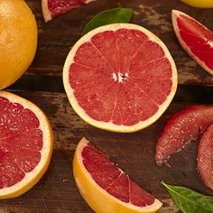 When it comes to citrus fruits, oranges and lemons are most popular. But there is another fruit that is often underestimated. The grapefruit is a citrus fruit that has some powerful health benefits. Health Benefits Of Grapefruit, Grapefruit Diet, Citrus Juice, Citrus Oil, Citrus Fruits, Help Losing Weight, Lose Weight, Weight Loss, Lose Fat