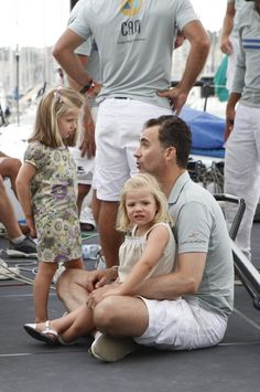A relaxed King Felipe of Spain caught in an adorable moment with his two daughters Leonor and Sofia in 2010 on a trip to Mallorca.