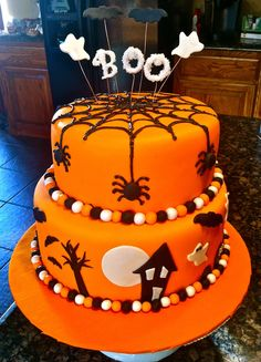 Halloween Dessert Table, Halloween Food, Halloween Home Decorations, DIY Halloween Dessert Black and orange are traditional colors for Halloween.Enjoy our collections and make your Halloween event fun, festive and memorable with these scary desserts! Halloween Cake Pops, Halloween Desserts, Halloween Dessert Table, Dulceros Halloween, Halloween Birthday Cakes, Dessert Table Decor, Halloween Treats, Halloween Fondant Cake, Table Decorations