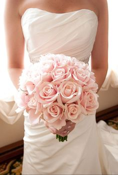 Blush pink rose bouquet (peony alternative for brides on a budget) // Everything You Need to Know About Peonies for Your Wedding