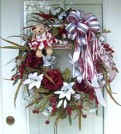 Roll Tide Alabama Football Wreath, Crimson Tide Football, Alabama Crimson Tide, Alabama Wreaths, Alabama Crafts, Sweet Home Alabama, School Decorations, Roll Tide, Christmas Holidays
