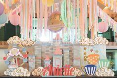 This Disneyland-themed birthday bash is everything! Photo: @delightfullittledarlings | Styling: @partymagicph by babyandbreakfast