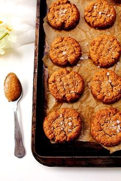 almond butter stevia cookies (5 ingredient & sugar free)