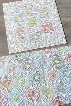 Free pattern: Learn how to quilt feathers on hexagons. 2 Designs included, complete instructions and Hexagon Flower sheets for free motion quilting practice. #freemotionquilting #freemotionquiltingfeathers #quiltinghexagons #freemotionquiltinghexagons #hexagonquilts