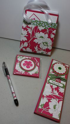 Bag of 6 Assorted Cards, Coordinating To Do List, Post It Notes Holder, matching RSVP pen.
