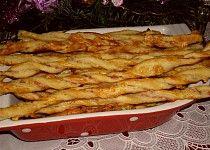 Sýrové tyčinky z listového těsta Slovak Recipes, Chicken Wings, Tapas, Macaroni And Cheese, Bacon, Meals, Breakfast, Ethnic Recipes, Food