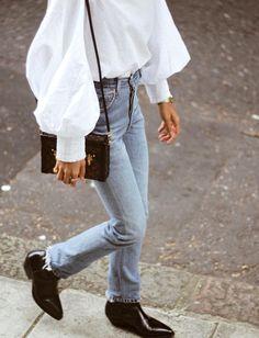 Blouse blanche + jean délavé + néo santiags = le bon mix
