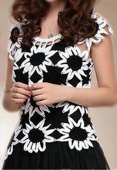 Hermoso patrón de blusa a crochet, en colores blanco y negro ideal para una fiesta. Es sencillo de elaborar, unido en flores una por u...